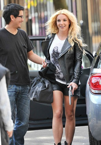 New clip of Britney Spears in London.